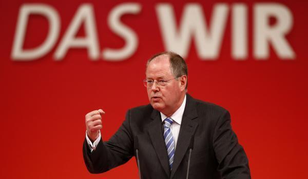 O candidato do SPD às eleições parlamentares, Peer Steinbrück, participa de comício na Baviera no dia 14 de abril de 2013; segundo as pesquisas ele não tem convencido o eleitorado.