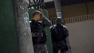 Une unité spéciale de la police militaire en opération dans une favela de Rio de Janeiro, en juillet 2018.