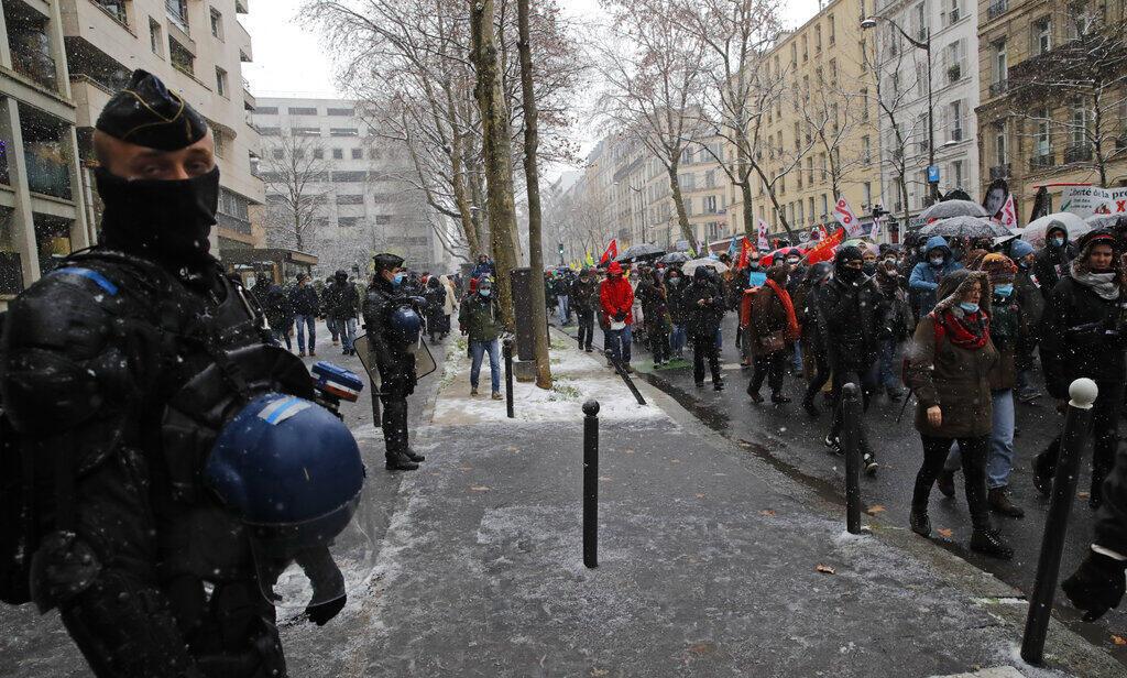 Акция против закона о глобальной безопасности в Париже
