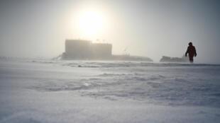 La base de Concordia en plein milieu de l'Antarctique où il fait -73 degrés, quand il fait beau et qu'il n'y a pas de vent.
