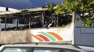El autobús después del atentado.