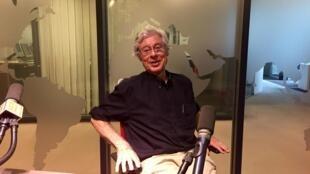 L'écrivain américain Robert Littell en studio à RFI (juin 2019).