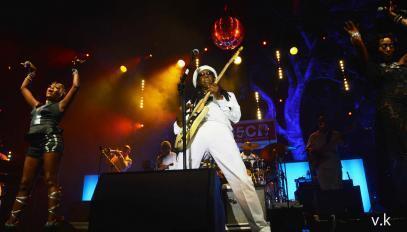 Le guitariste Nile Rodgers en concert à Marseille, le 20 juillet 2013.