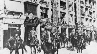 Parade de troupes japonaises à Hong Kong en 1941.