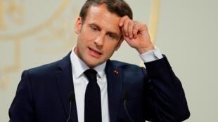 Emmanuel Macron est particulièrement ciblé par les critiques suite à l'annonce d'un plan social de General Electric à Belfort.