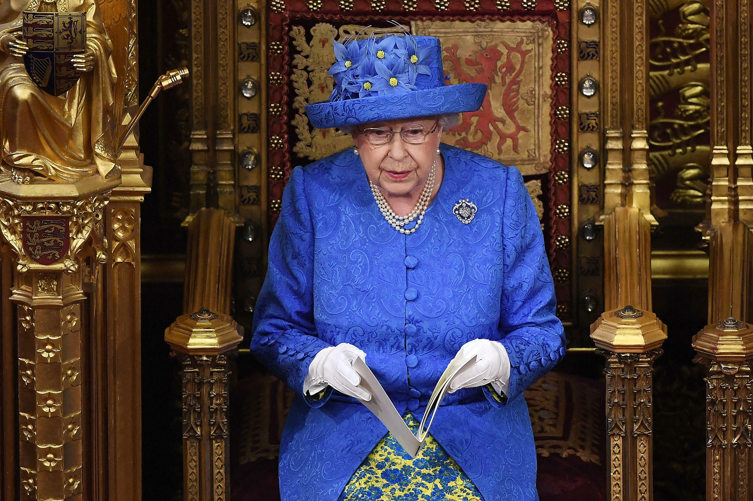 In her dress and hat, Queen Elizabeth II sent a strong Brexit signal to Parliament in June 2017.
