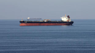 По данным Агентства энергетической информации США, треть морских нефтеперевозок в мире проходит через Ормузский пролив.