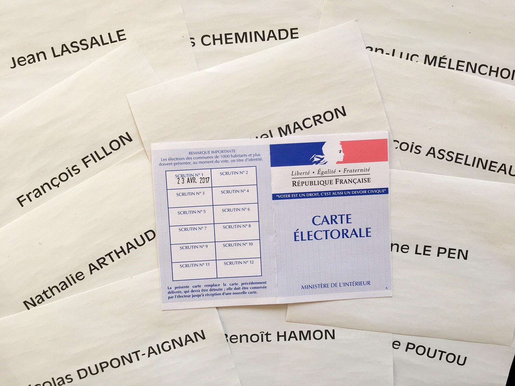 Thẻ cử tri và phiếu bầu cử tổng thống Pháp, ngày 23/04/2017.