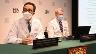 21.3 梁卓偉教授(圖左)指香港疫情進入最危險時期(港大圖片)