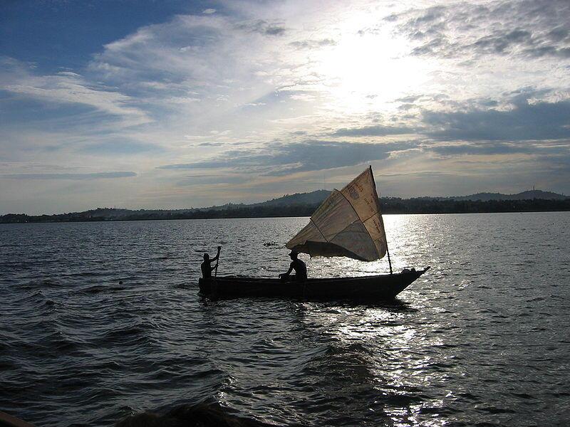 Boti la uvuvi kwenye Ziwa Victoria nchini Uganda.