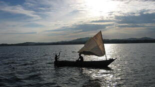 Une embarcation des pêcheurs sur le lac victoria en Ouganda.