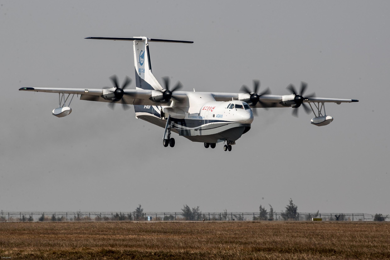 Thủy phi cơ TQ AG600 trong chuyến bay thử đầu tiên ngày 224/12/2017.