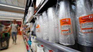 Европарламент одобрил запрет на целый ряд одноразовых пластиковых предметов