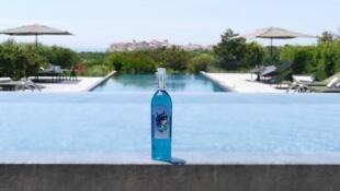 Produtores do Imajyne insistem que não acrescentam colorantes na bebida e que o azul é natural - apesar de uma pesquisa científica mostrar o contrário.