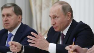 Tổng thống Putin họp báo tại điện Kremlin ngày 24/05/2017. Chính quyền Matxcơva vẫn bị nghi thường xuyên tung tin giả nhắm vào nhiều nước.