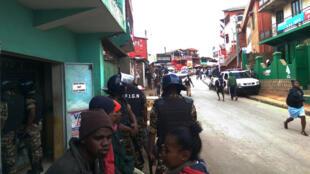 Les forces armées déployées à Ambohipo, dans le sud-est de la capitale, l'un des sept quartiers d'Antananarivo à avoir subi des tensions mardi 24 mai 2016.