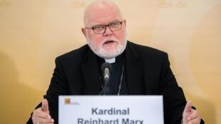 El cardenal Reinhard Marx, presidente de la Conferencia Episcopal y cardenal de Múnich, insistió en debatir la flexibilización del celibato, el papel de la mujer en la Iglesia y la homosexualidad.