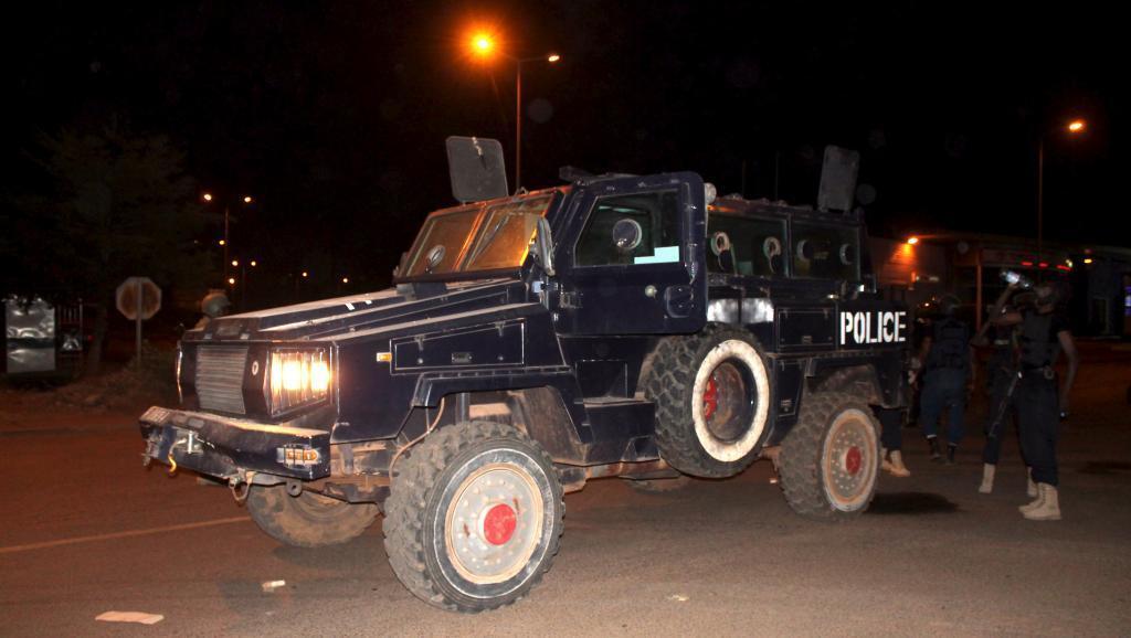 Polisi wa Mali katika eneo la hoteli iliombuliwa Bamako, Jumatatu, Machi 21, 2016.