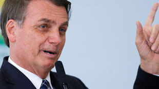 RAis wa Brazili Jair Bolsonaro akionya mataifa ya G7 kuhusu msaada wao katika kupambana dhidi ya moto wa nyika akatika msitu wa Amazon.