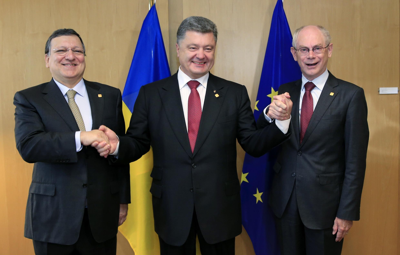 Shugabannin Kungiyar Tarayyar Turai Jose Manuel Barroso da Herman Van Rompuy tare da Shugaban kasar Ukraine Petro Poroshenko a Brussels
