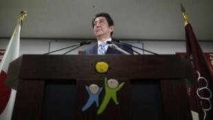 O primeiro-ministro do Japão, Shinzo Abe, renovou seu mandato após vitória eleitoral.
