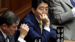 O primeiro-ministro Shinzo Abe é um dos maiores defensores do novo pacote de lei que permitirá que Japão participe de missões militares no exterior.