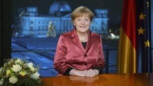 A chanceler alemã Angela Merkel durante pronunciamento de Ano Novo na televisão.