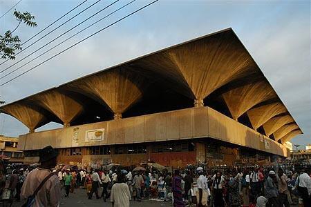 Soko la Kariakoo mjini Dar es salaam. Picha na Architectuul.