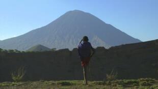 Série Arte - Des volcans et des hommes - Tanzanie: un volcan en terre Massaï.