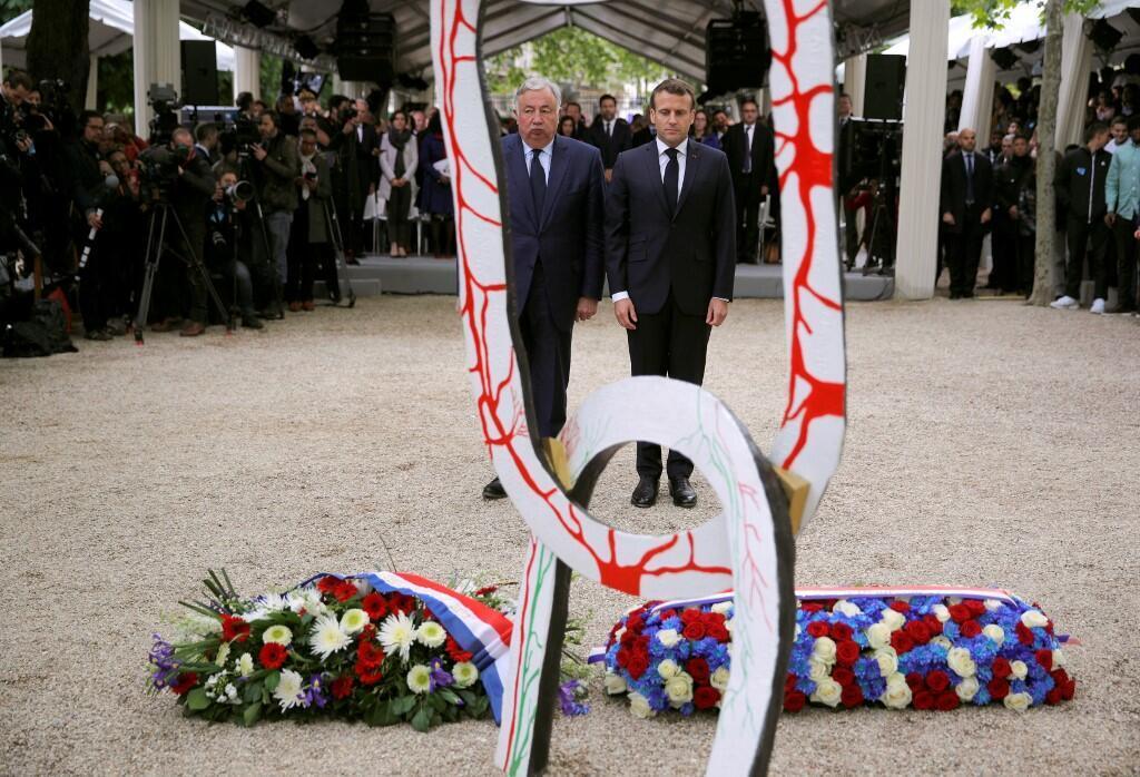 مراسم روز ملی یادبود قربانیان تجارت انسان و بزرگداشت لغو برده داری در فرانسه روز جمعه دهم ﻣﻪ برابر با بیستم اردیبهشت با حضور رئیس جمهوری این کشور، امانوﺋﻝ ماکرون، برگزار شد.