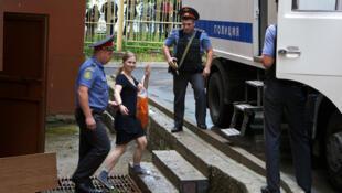 Мария Алехина после судебного заседания в Москве 20/07/2012 (архив)