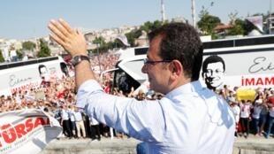 Le candidat de l'opposition Ekrem Imamoglu avait gagné l'élection le 31 mars 2019. Le scrutin avait été annulé à la suite de recours du parti du président, l'AKP, qui dénonçait des «irrégularités».