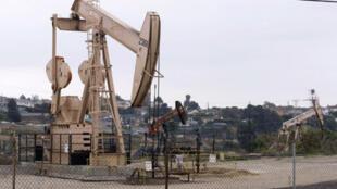 Des puits de pétrole à Los Angeles, dans l'Etat de Californie aux Etats-Unis.