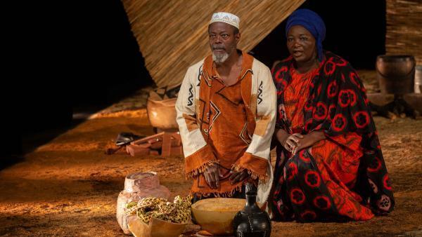 « Là-bas », création de l'acteur et metteur en scène ivoirien Fargass Assandé pour le Festival des Francophonies, Les Zébrures d'Automne, à Limoges. Ici, avec la comédienne camerounaise Yaya Mbilé Bitang.