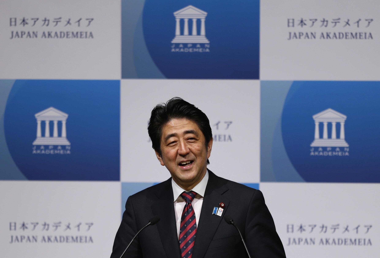 O primeiro-ministro do Japão, Shinzo Abe, em discurso para empresários em Tóquio.