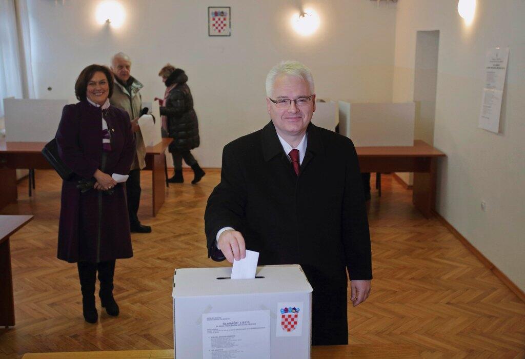 Ivo Josipovic, Tổng thống mãn nhiệm đi bỏ phiếu vòng hai - Reuters