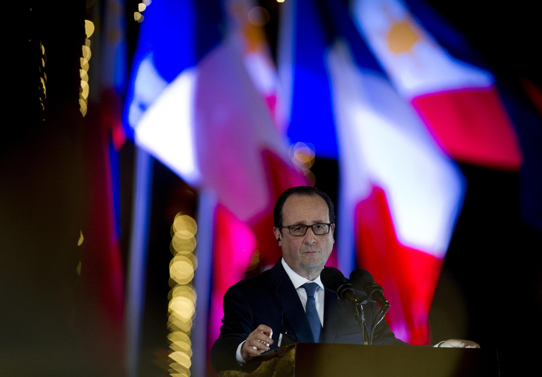 Le président François Hollande a lancé un appel à un accord contre le réchauffement climatique à Manille, le 26 février 2015.