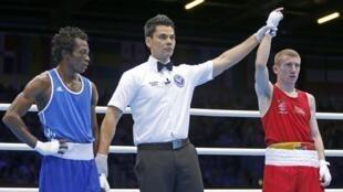 Le boxeur camerounais Thomas Essomba, battu par l'Irlandais Barnes, a pris la poudre d'escampette en Grande-Bretagne.