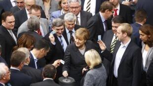 جلسۀ رای گیری پارلمان آلمان در مورد اقدام نظامی علیه داعش