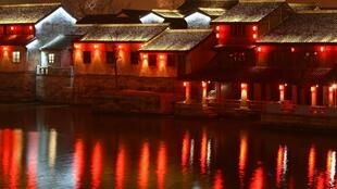 Hangzhou Grand Canal. Light by Roger Narboni