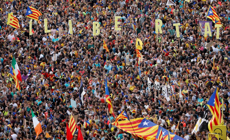 Manifestação gigante dos catalães no Paseo de Gracia, em Barcelona, em 18 de outubro de 2019.