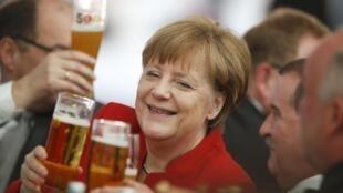 Канцлер Германии Ангела Меркель на праздновании 500-летия германского пива, 22 апреля 2016