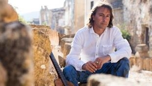 Pippo Pollina lives in Zurich but regularly returns to his native Sicily