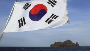 Cứ trên 10 người Nhật, có 6 người cho rằng quần đảo Dokdo (Takeshima) do Hàn Quốc quản lý, thuộc chủ quyền Nhật Bản REUTERS/ Yonhap