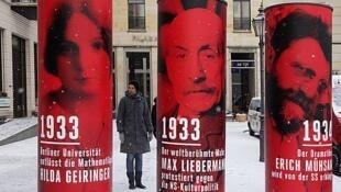 """A exposição """"Berlim 1933- O caminho para ditadura"""" em cartaz no centro de documentação """"Topografia do Terror""""."""