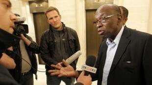 Jack Warner Tsohon mataimakin shugaban hukumar FIFA a lokacin da yake ganawa da manema labarai a Zurich  30 mayu 2011.
