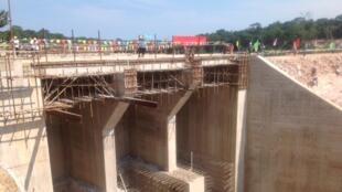 Le barrage de Liouesso en construction dans la Sangha.