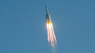 La fusée chinoise «Longue Marche 5B», après avoir décollé du site de Wenchang sur l'île chinoise méridionale de Hainan, le 5 mai 2020.