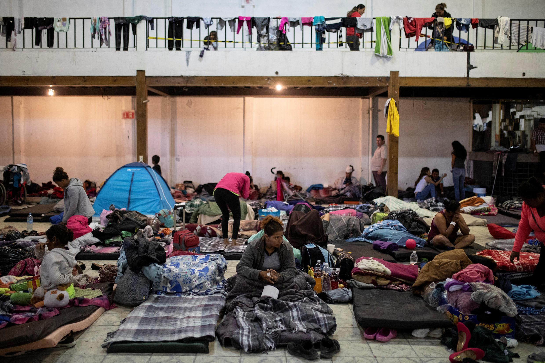 Migrantes en un refugio provisional, en Tijuana, México, este 2 de diciembre de 2018.