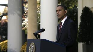 Le président américain Barack Obama lors d'un discours sur la réforme de la santé, dans les jardins de la Maison Blanche, le 8 novembre.